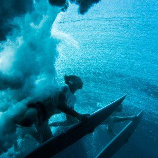 synchro duck dive under water surf